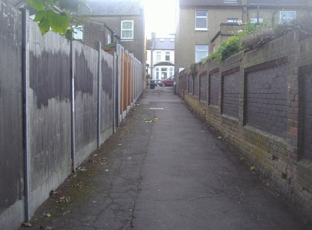 Path from Trinity Road to Manor Park Road