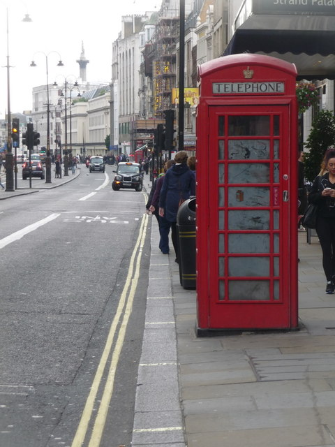 London: red phone box, 368 Strand