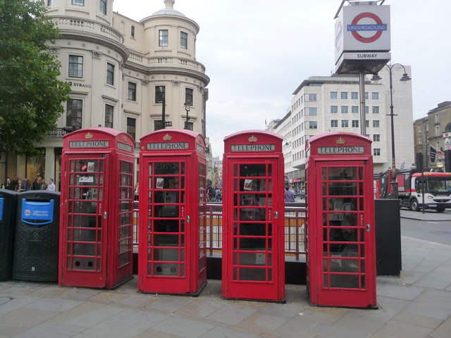 London: red phone boxes, 451 Strand