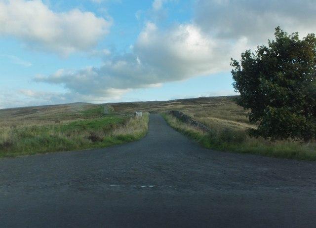 Minor road over Corsenside Common