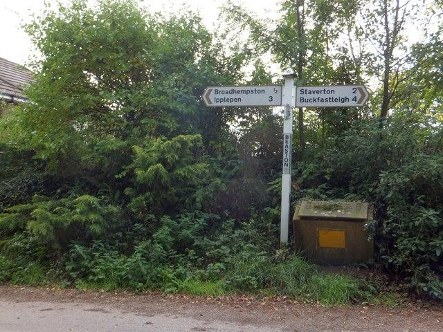Beaston Cross signpost and grit bin