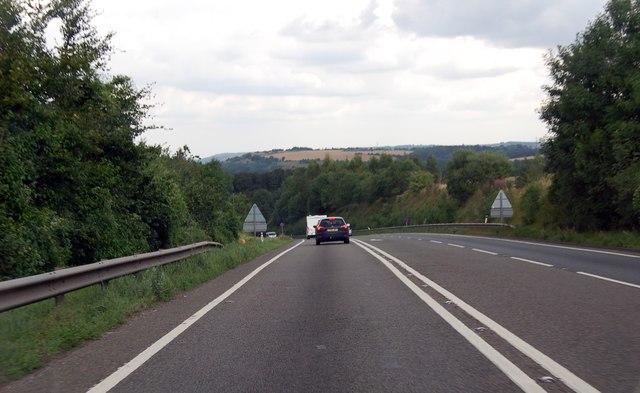 A417 descending towards the Air Balloon roundabout