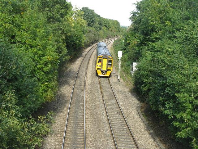 Train heading south at Newnham