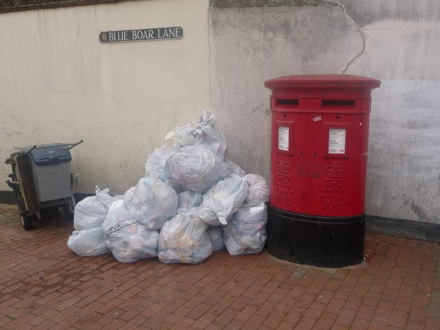 Rochester: postbox № ME1 4241 & 4242, Blue Boar Lane