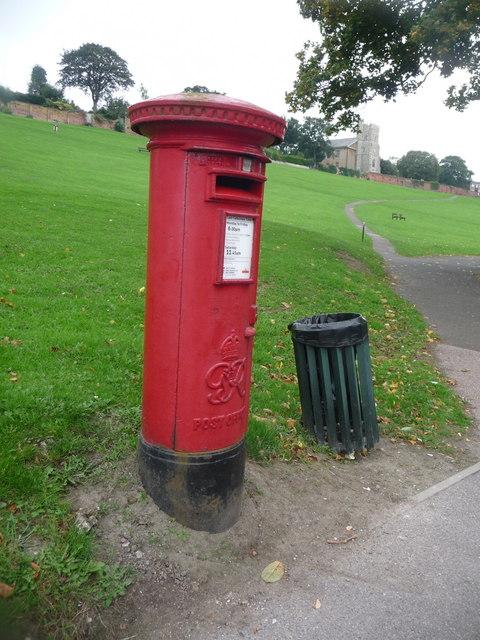 Rochester: postbox № ME1 304, Esplanade