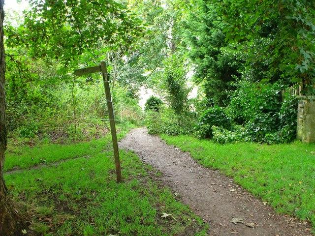 Public footpath, Upper Beeding