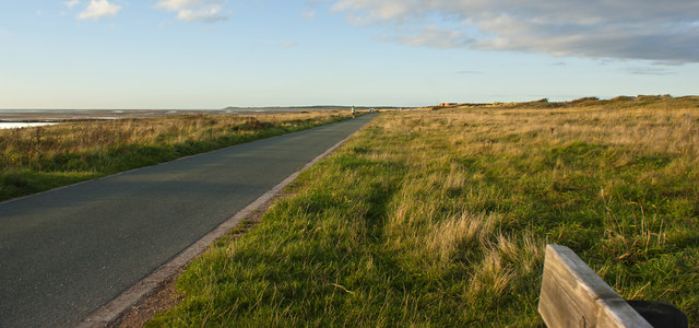 No promenade to the north but well surfaced walkway/cycle way