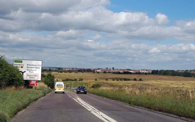A345 approaching roundabout at Stock Bottom