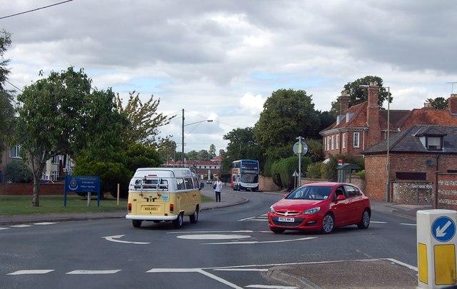 Mini-roundabout on Salisbury Road, Amesbury