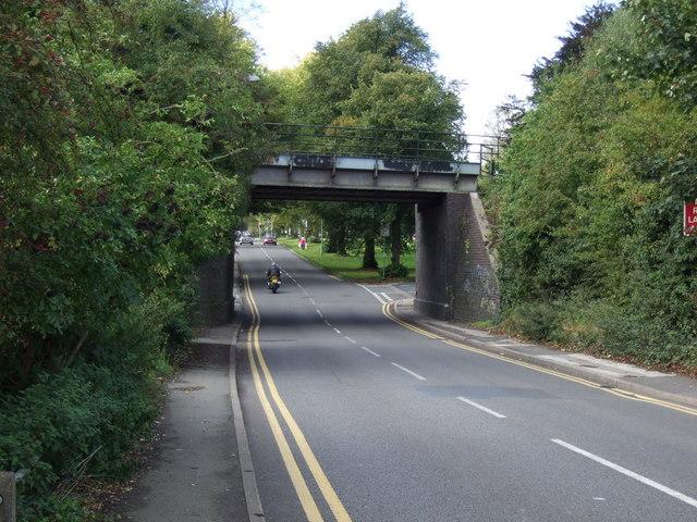 Disused railway bridge over Vicarage Road