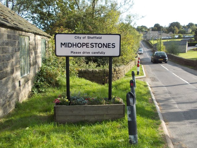 Entering Midhopestones from the north