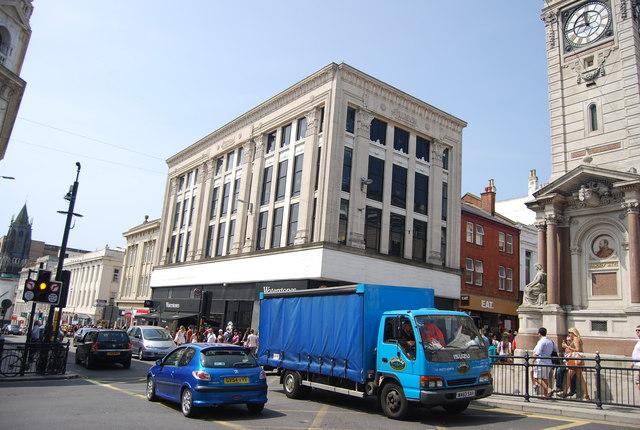 Queen's Rd, West St junction