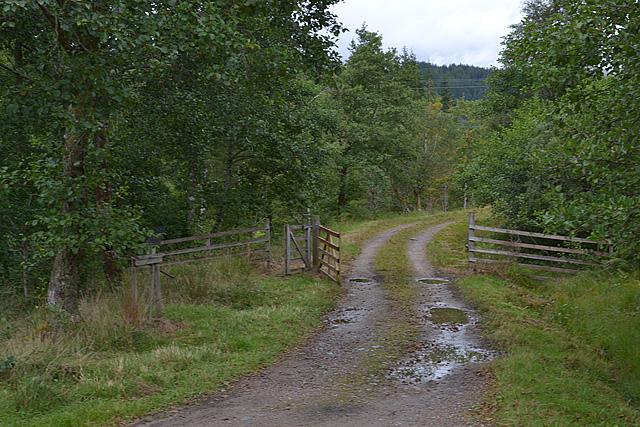 Track up Gleann Fionnlighe