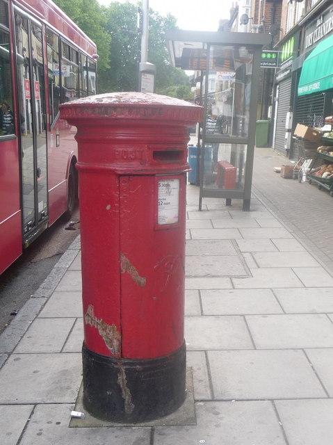 Grove Park: postbox № SE12 4, Baring Road