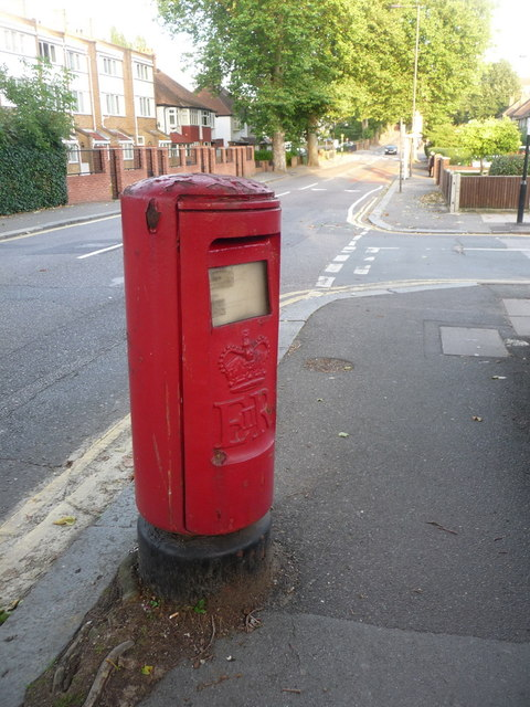 Grove Park: postbox № SE12 11, Chinbrook Road