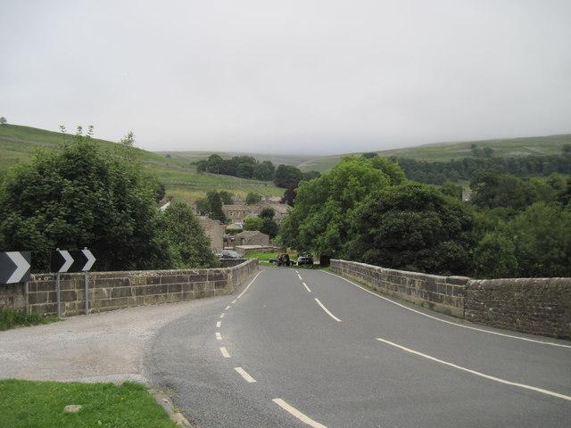 New  Bridge  into  Kettlewell