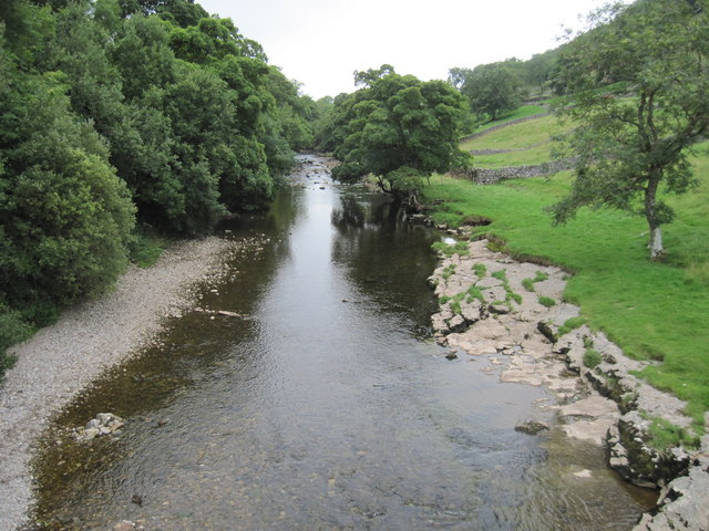 River  Wharfe  flowing  south  from  Kettlewell