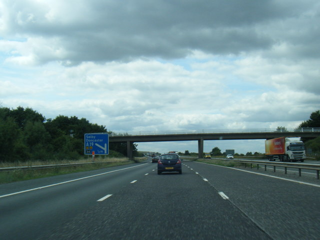 M62 nears Moor Lee Lane overbridge