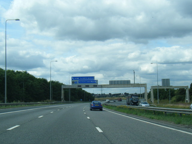 M62 westbound at Junction 33