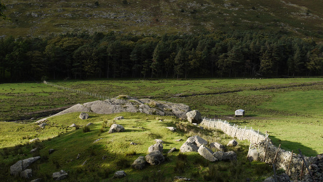 Knoll with boulders in Grisedale