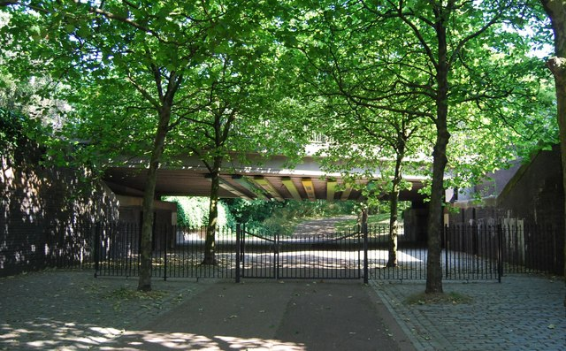 Entrance to Russia Dock Woodland