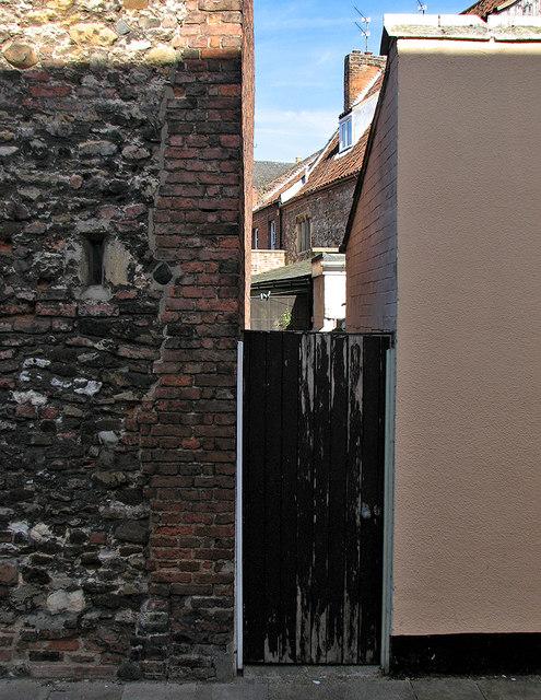 King's Lynn: a back gate on Priory Lane