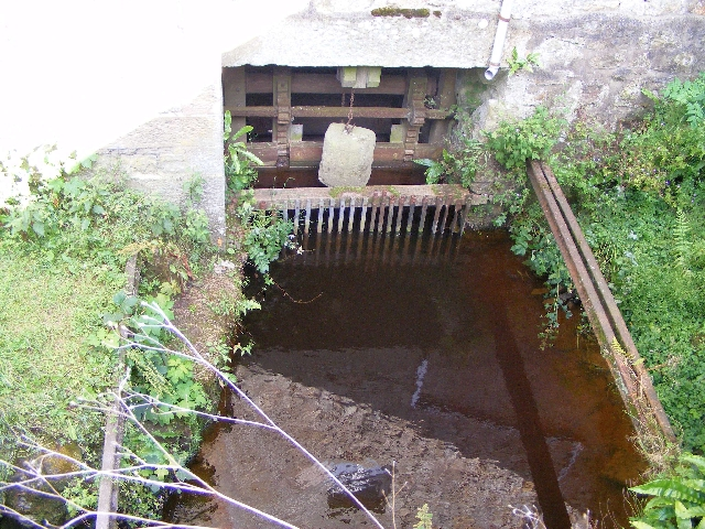 Hollows Mill intake and control pond