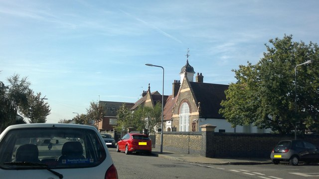 View of the Barkingside Progressive Synagogue from Perrymans Farm Road