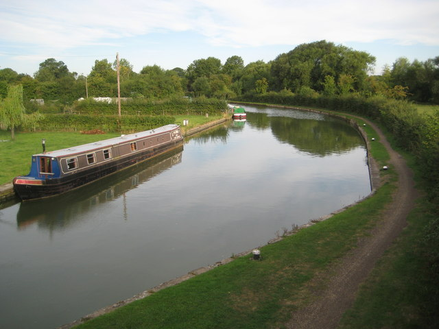 Grand Union Canal: Stoke Hammond Lock Tail Lay-by