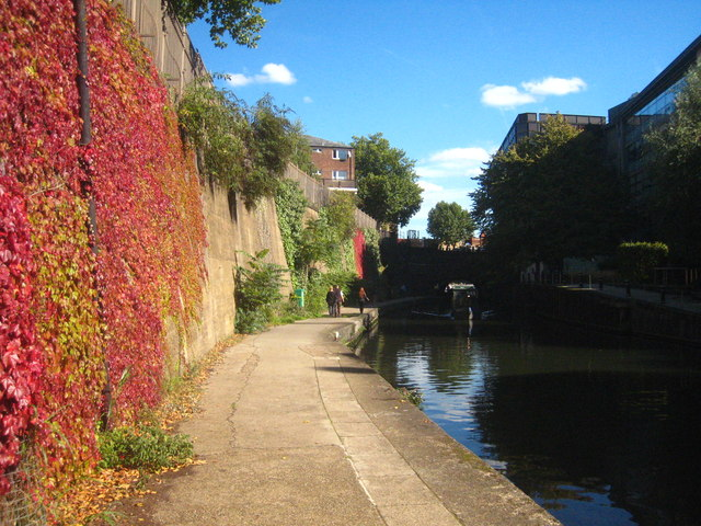 The towpath of the Regent's Canal in St John's Wood