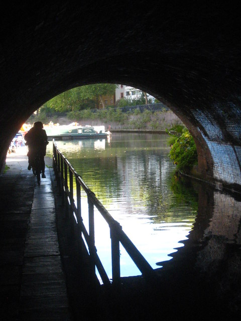 Regent's Canal passing under Lisson Grove