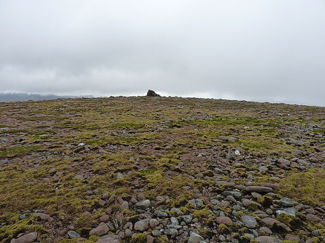 Approaching Meall Tionail
