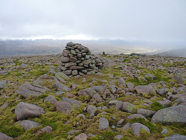 Summit cairn - Meall Tionail