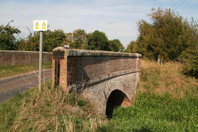 The sloping side of East Keal Bridge