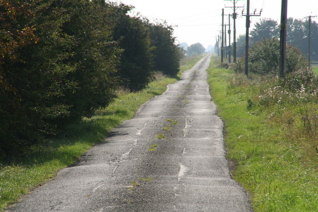 Switchback road alongside Hobhole Drain