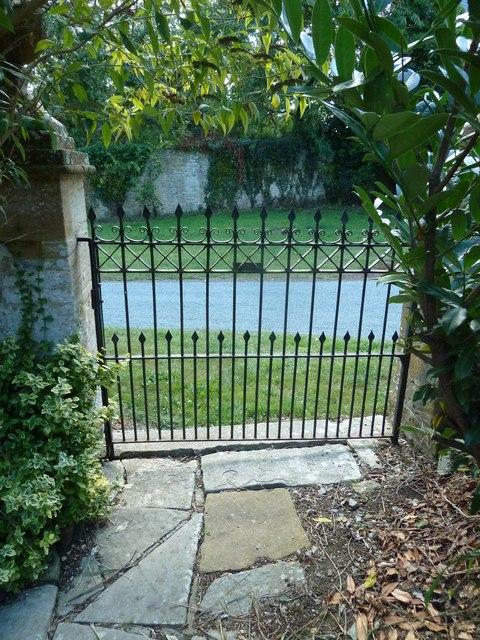 St Andrew, Trent: churchyard (D)