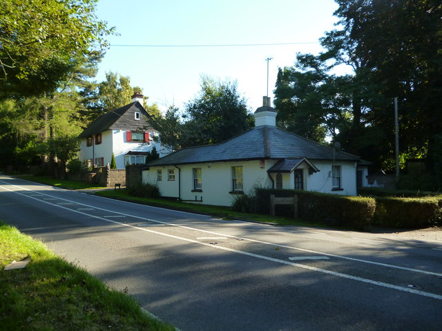 Dorking Road (B2032):  Castle Lodge and The White Lodge