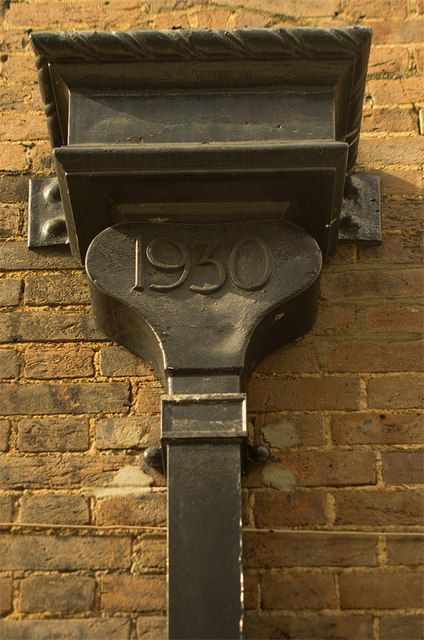 Dated rainwater head, Edgware Delivery Office