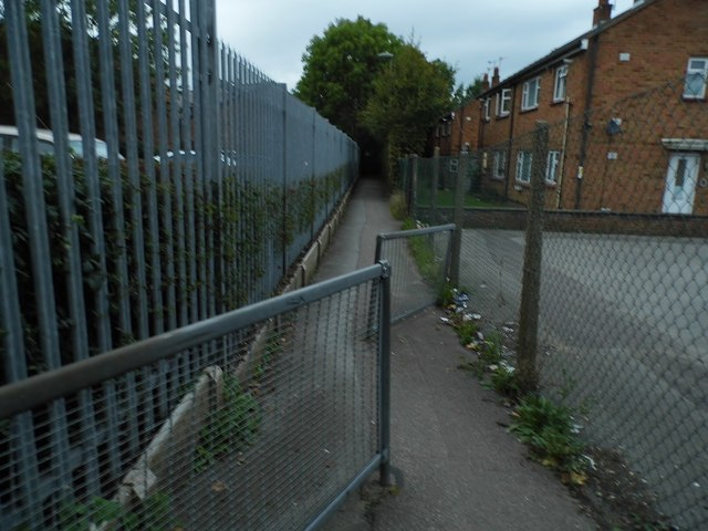 Path between Colindeep Lane and Cecil Road
