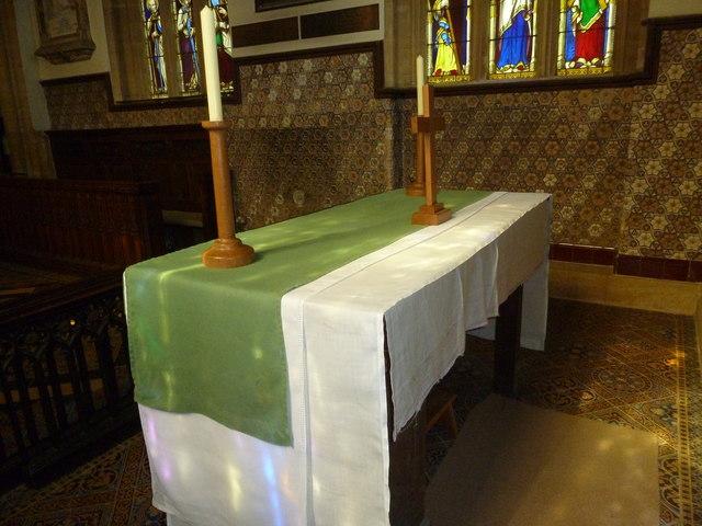 St Andrew, Trent: altar