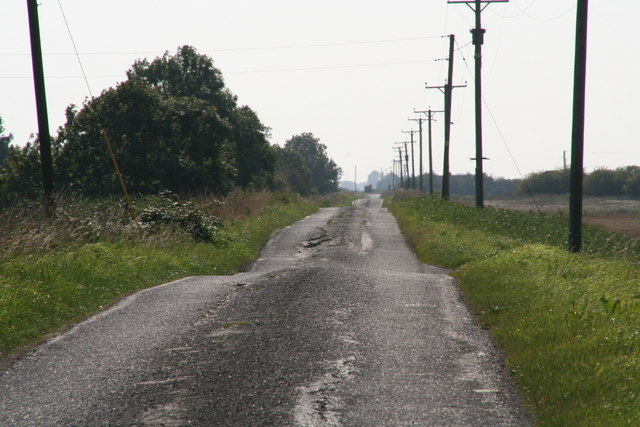 Switchback road alongside Hobhole Drain