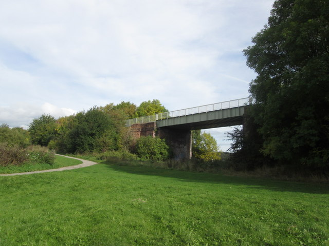 Disused railway bridge east of Grange Lane