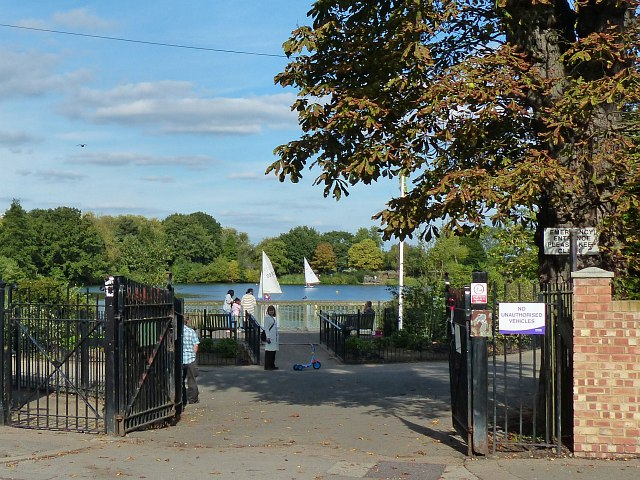 The entrance to South Norwood Lake