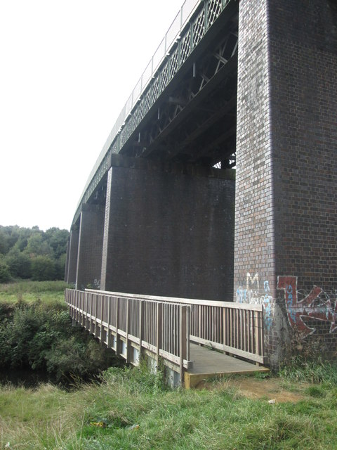 Footbridge beside the viaduct south of Sunny Bank