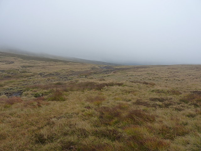 The bealach between Meall Tionail and Carn an Fhidhleir