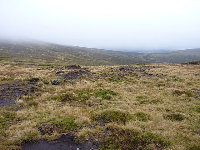 Peaty coire south west of Carn an Fhidhleir
