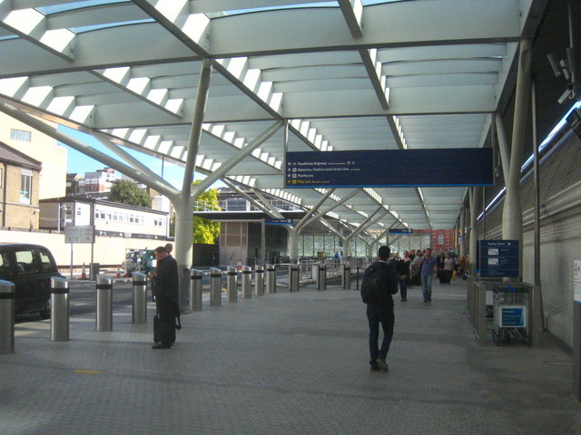 The taxi pick up/drop off area at Paddington Station
