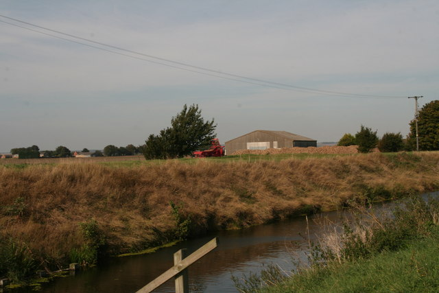 Barn near Hobhole Farm, across Hobhole Drain