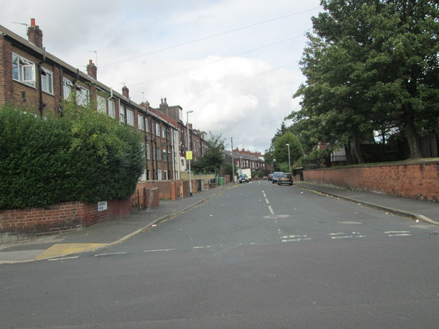 Sandhurst Avenue - Chatsworth Road