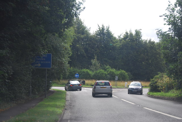 Approaching the A4130 / A404 junction